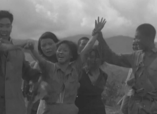 """'만삭의 위안부' 담긴 희귀 영상 공개…연합군에 구출되자 """"만세"""""""