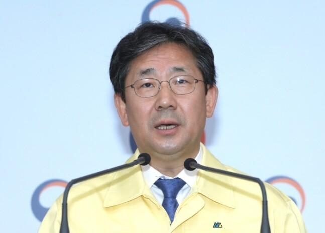 """""""제발 종교집회 자제해달라"""" 간청 나선 문체부 장관"""