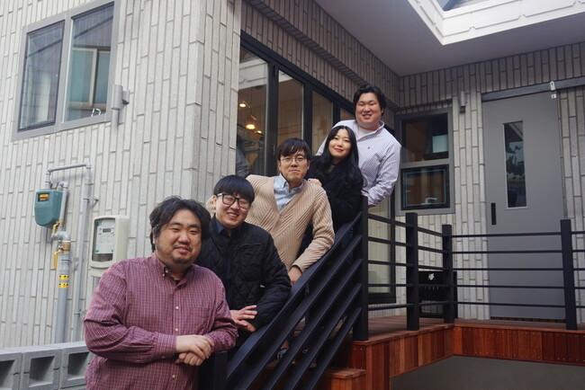 강북구 번동과 삼양동 일대에서 활동하는 청년활동가들. 왼쪽부터 박진우, 황명진, 홍종원, 승민지, 박철우씨