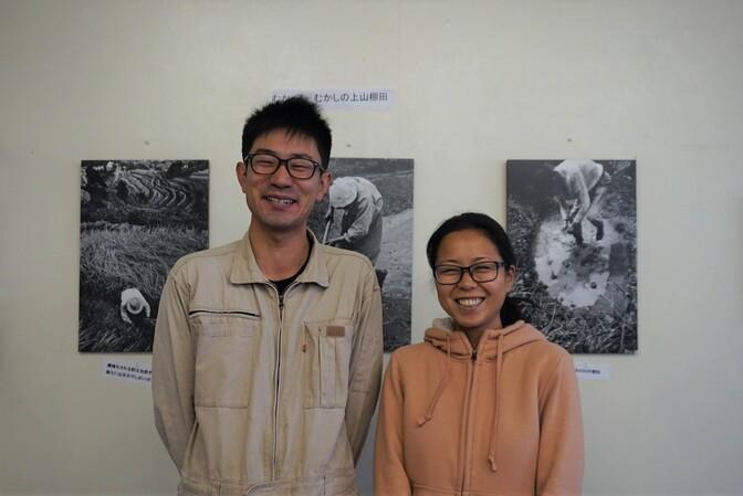 미마사카시 지역 살리기 협력대 청년 대원인 아카사카 데루야스(왼쪽)와 오카노 히로코.