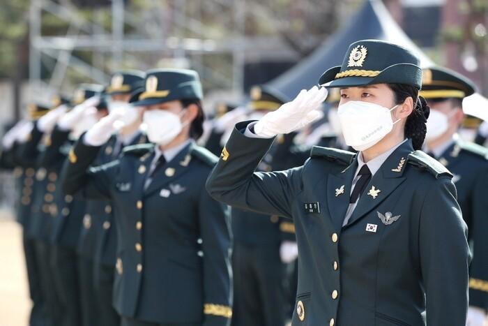 지난 3월2일 육군사관학교 졸업 및 임관식에서 신임 장교들이 임관 선서를 하고 있다. 육군 블로그