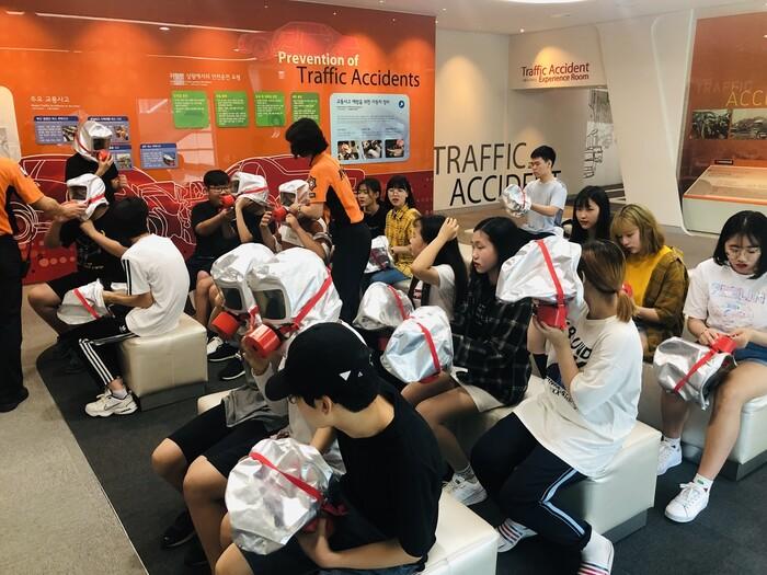 2019년 7월17일 학생들이 서울 보라매안전체험관에서 교육을 받고 있다.