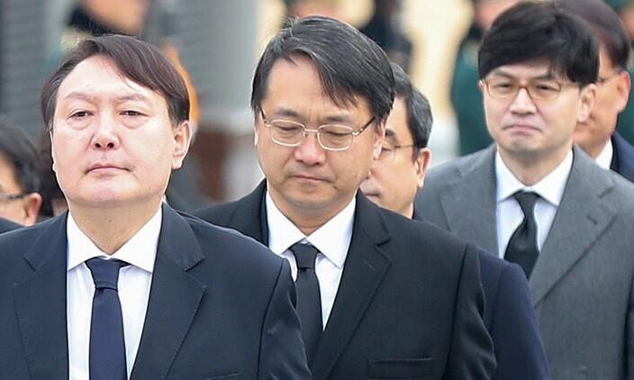 윤석열 침묵한 채 검사장회의 내용 공표…'불복' 우회 여론전?
