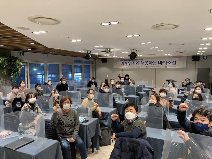 17일 제주도 제주시 휘슬락호텔 스카이락홀에서 열린 '2021년 사회적경제활성화전국네트워크 정책워크숍'에 전국 각 지역의 네트워크 활동가들이 모였다. 이번 행사는 사회적경제활성화전국네트워크가 주최하고, 한국사회적기업진흥원이 후원했다.