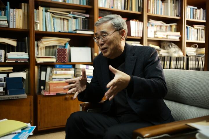 2019년 11월19일 이종석 전 통일부 장관이 성남시 세종연구소 연구실에서 <한겨레>와 인터뷰 하고 있다. 노지원 기자