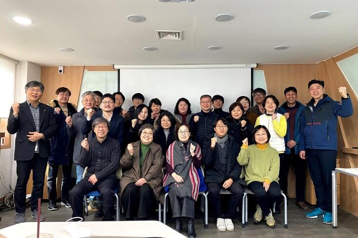 지난달 6일 서울 서대문구 '신나는 조합'에서 한국사회적경제연대회의가 주관한 '2020 4‧15 총선 사회적경제 공통공약 워크숍'이 열려 전국에서 모인 참가자들이 환하게 웃고 있다.