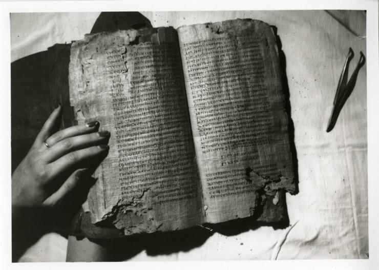 고대의 다양한 필사본들이 발견되고, 필사본 연구가 진척되면서 성경의 수많은 윤색이 사실로 밝혀졌다.