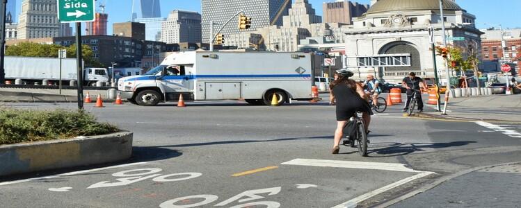도로에 임시로 길만 내줬는데 자전거 이용률 '씽씽'