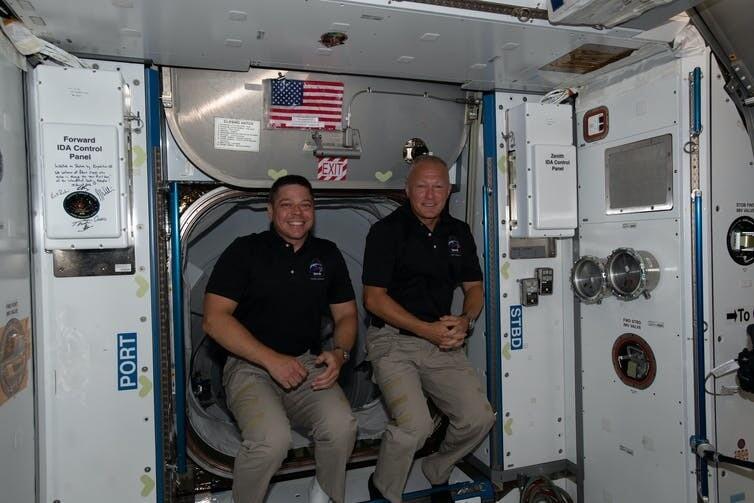 최초의 민간 유인 우주선을 타고 국제우주정거장으로 간 더그 헐리(오른쪽)과 밥 벵컨. 나사 제공