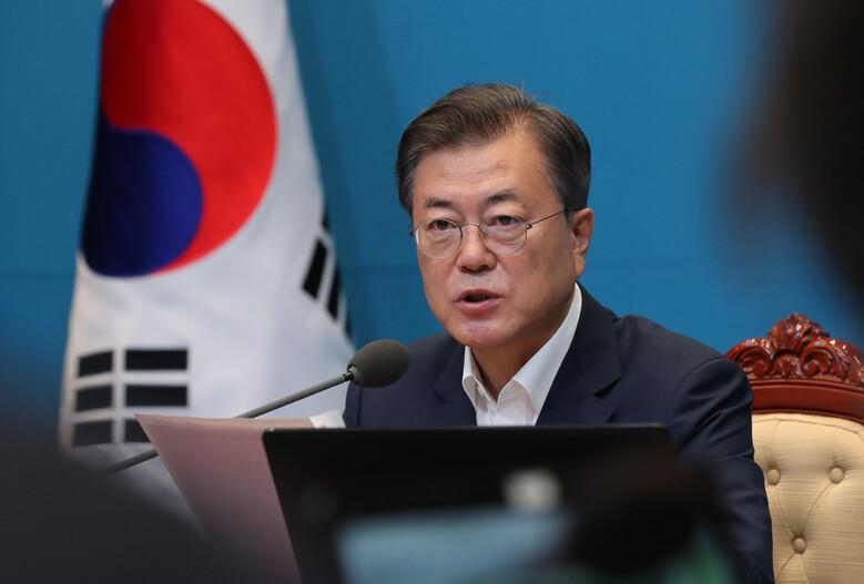 문재인 대통령이 7일 오전 청와대에서 열린 국무회의에서 발언하고 있다. 연합뉴스
