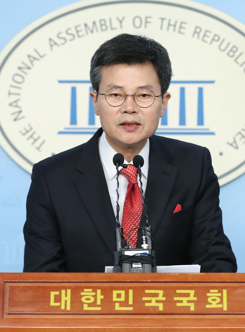 창당 글씨도 마르기 전…국민의당 '줄탈당'