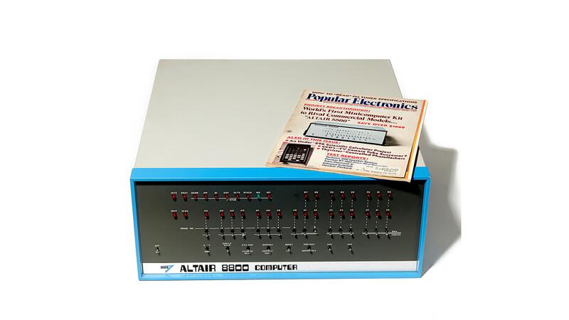 상업적으로 성공한 최초의 개인용컴퓨터 '알테어 8800'(1975년).