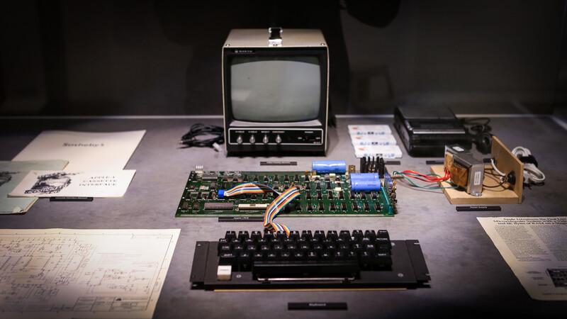 애플 창업자 스티브 잡스와 스티브 워즈니악이 만든 첫번째 컴퓨터 '애플Ⅰ'(1976년)