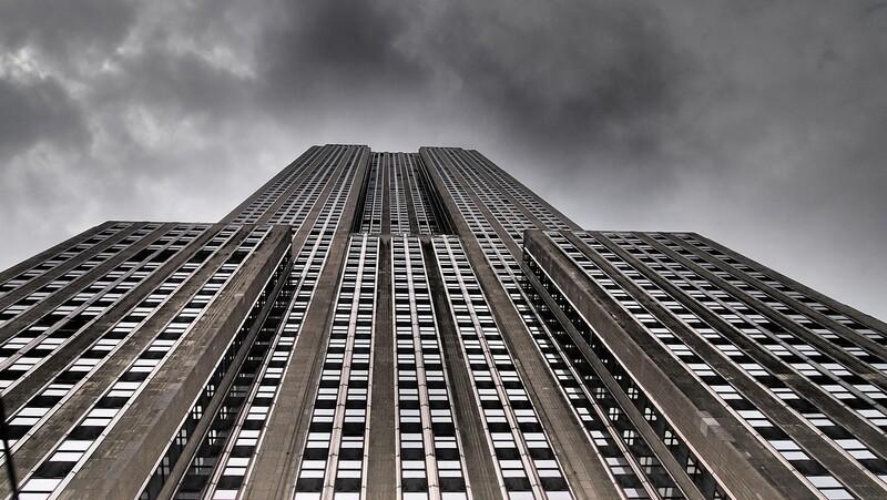 초고층빌딩은 화석연료 시대의 부동산 문제가 안고 있는 딜레마를 상징한다.