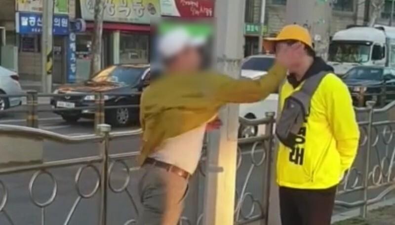 """""""여기는 박근혜""""…정의당 후보 대구서 선거운동 중 봉변"""