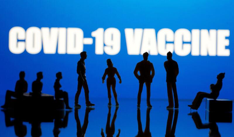 미국 제약사 화이자가 15일(현지시각) 코로나19 백신 임상시험에서 피로와 두통 등 경미하거나 중간 정도의 부작용이 보고됐다고 밝혔다. 아스트라제네카에 이어 화이자에서도 부작용이 보고되면서 백신 안전성에 대한 우려도 커지고 있다. 로이터 연합뉴스