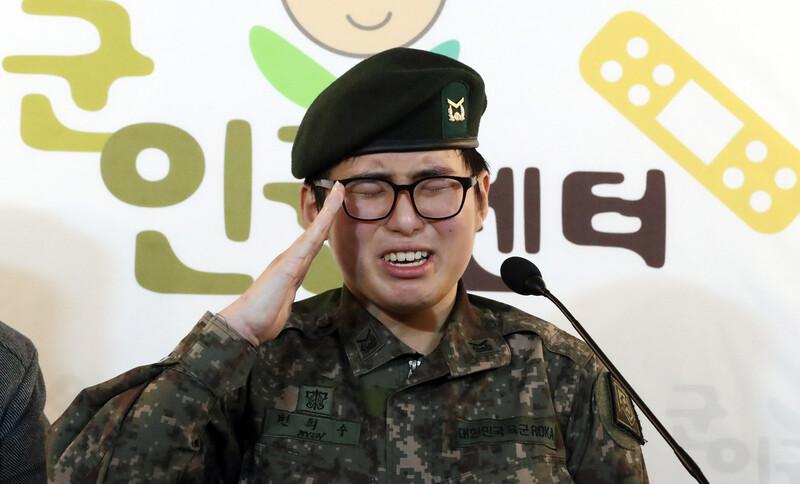 """[전문] 공개석상 나온 성전환 하사 """"육군에 돌아갈 때까지 싸울 것"""""""