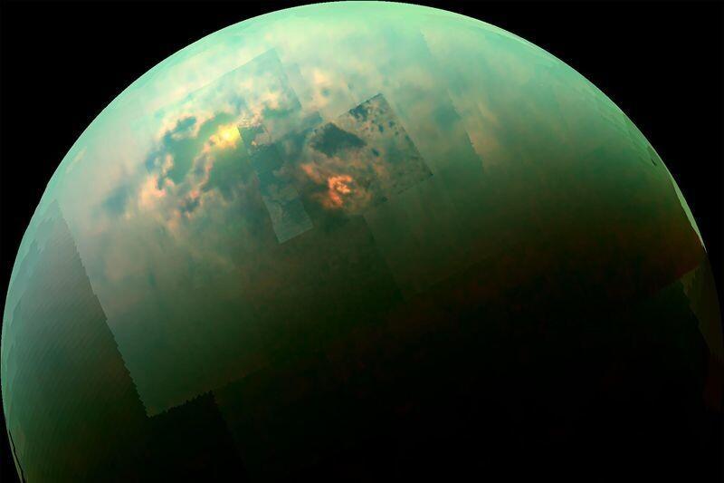 카시니호가 찍은 타이탄 북반구 사진. 액체 메탄 호수가 햇빛에 반사돼 반짝인다. 나사 제트추진연구소 제공