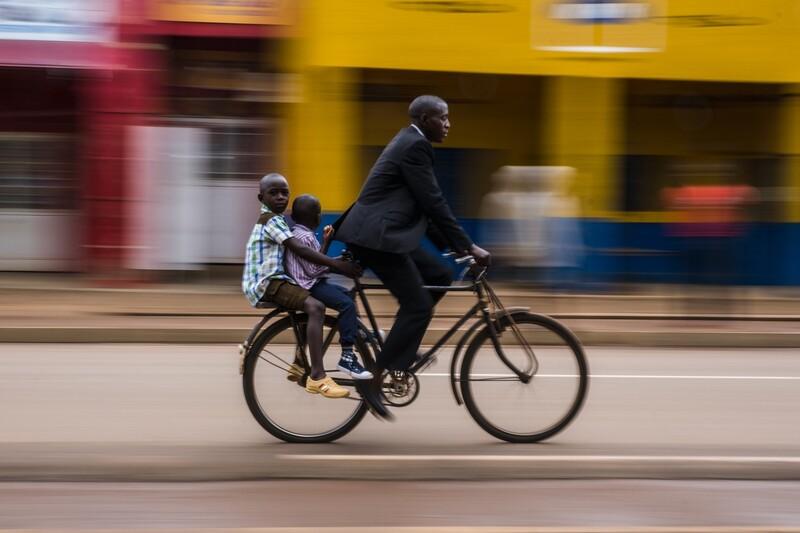 학교 가는 길. 1st Place / Oneshot : Movement/Street Photography/Benjamin Buckland/IPA