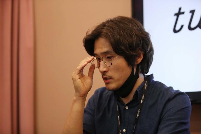 공유오피스에 별도로 마련된 회의실에서 <한겨레>와 인터뷰를 하고 있는 염 대표. 백소아 기자 thanks@hani.co.kr