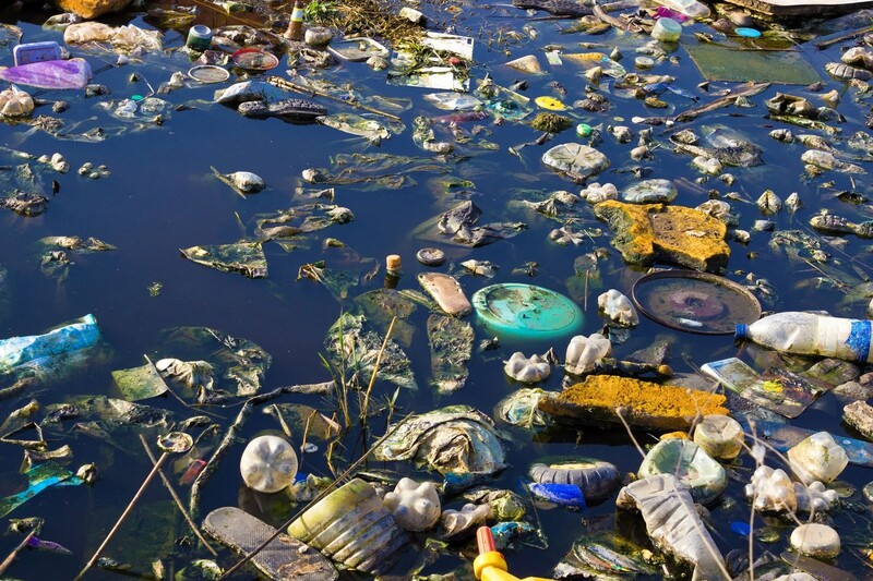 플라스틱으로 뒤덮인 바다. 플라스틱수프재단 웹사이트