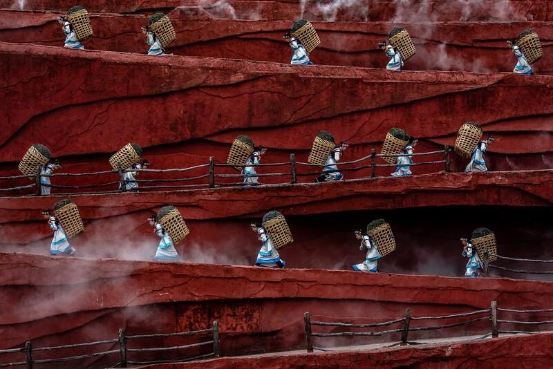 바구니를 지고 가는 농부들. 1st Place / Oneshot : Movement/People/Jacopo Maria Della Valle/IPA