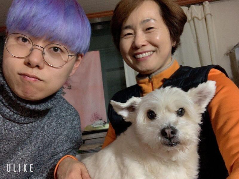 성전환 남성인 이한결(26)씨와 엄마 정은애(51)씨. 정은애씨 제공