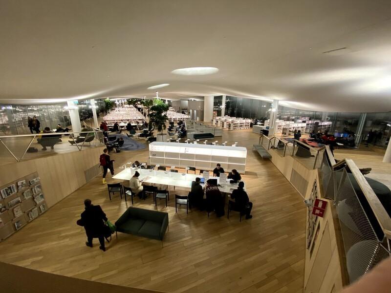 핀란드 헬싱키 공공도서관 오디의 내부 모습.