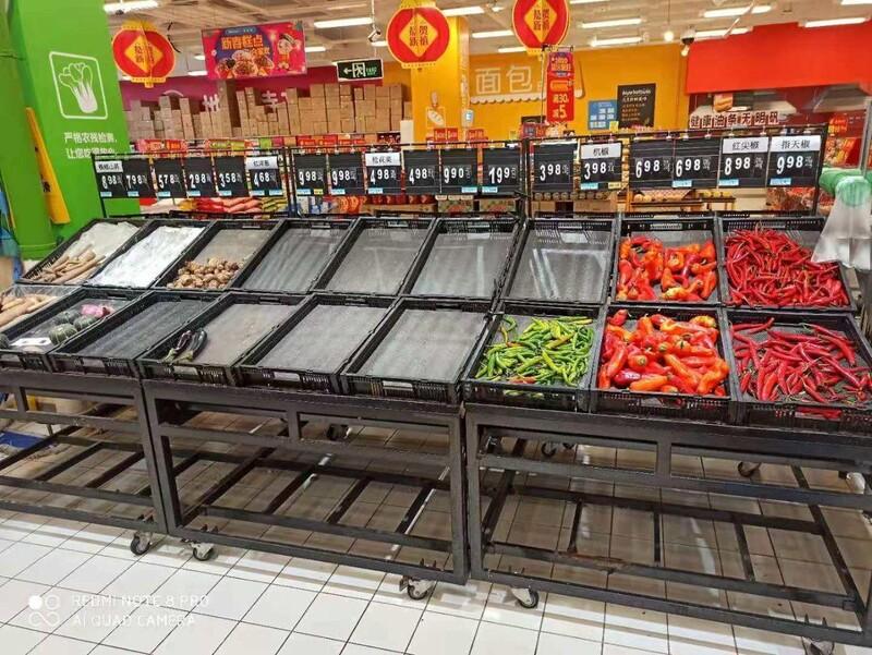 중국 후베이성 이창시의 한 마트에 식료품이 떨어져 가고 있다. 이아무개씨 제공