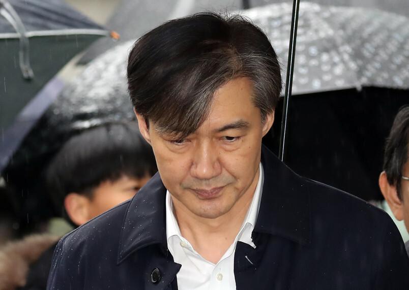 """조국 변호인단 """"수사 전체가 사상누각""""…'유재수 감찰무마' 기소 반박"""