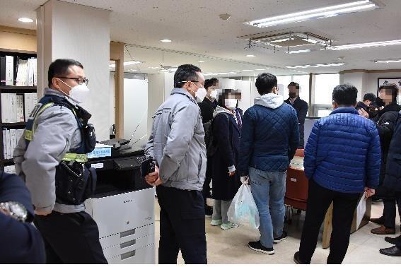 서울시가 지난 3월 사단법인 하늘문화세계평화광복(HWPL)에 대해 현장 행정조사를 벌이고 있다. 서울시 제공