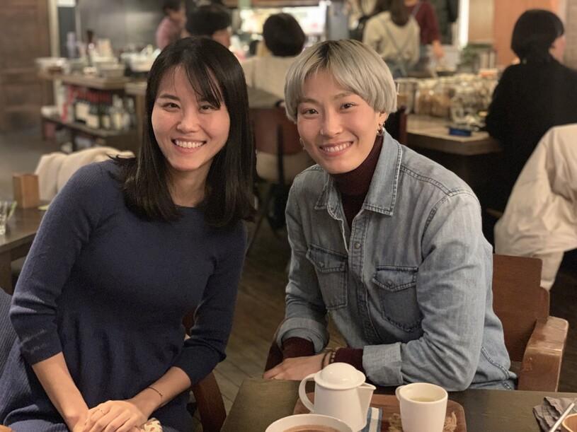 11월29일 서울 마포구 한 채식식당에서 '비건 먹방 양대산맥' 초식마녀와 단지앙을 만났다. 지난 8월 처음 만났다는 이들은 벌써 친한 친구처럼 보였다.