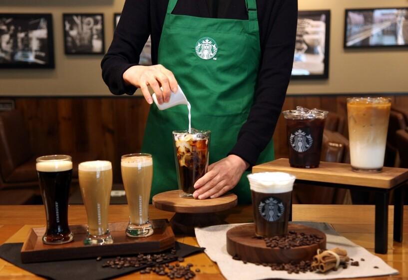 스타벅스 커피 고객 10명 중 6명은 '얼죽아'