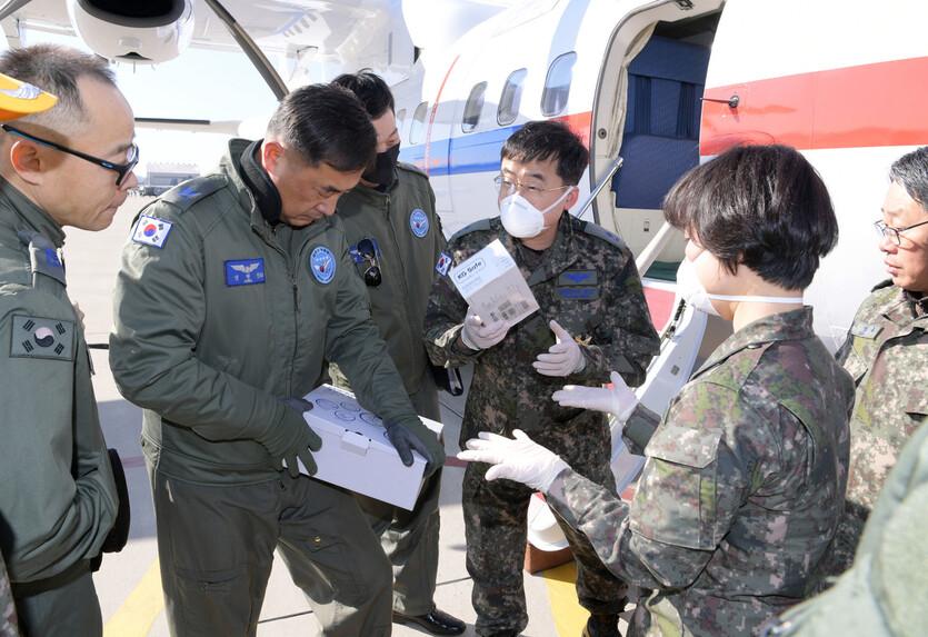 2020년 2월18일 오후 12시2분께 정부 전용기(VCN-235)가 일본 크루즈선에 탑승한 우리 국민의 국내 이송을 위해 일본으로 출발했다. 공군 제공
