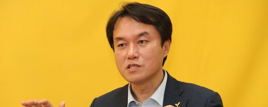 """정의당, 김종철 전 대표 '당적 박탈'…""""무거운 징계 불가피"""""""