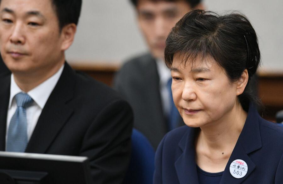 박근혜 '국정농단·특활비 상납' 파기환송심 징역 20년 선고