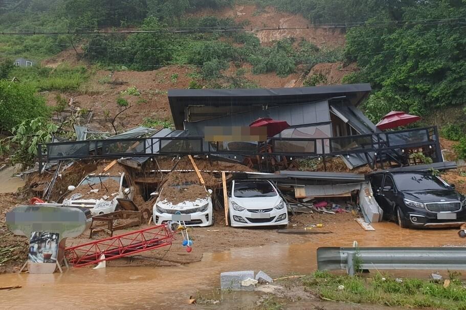 '물폭탄' 내린 경기지역…공장·펜션 등 매몰사고로 사상자 속출