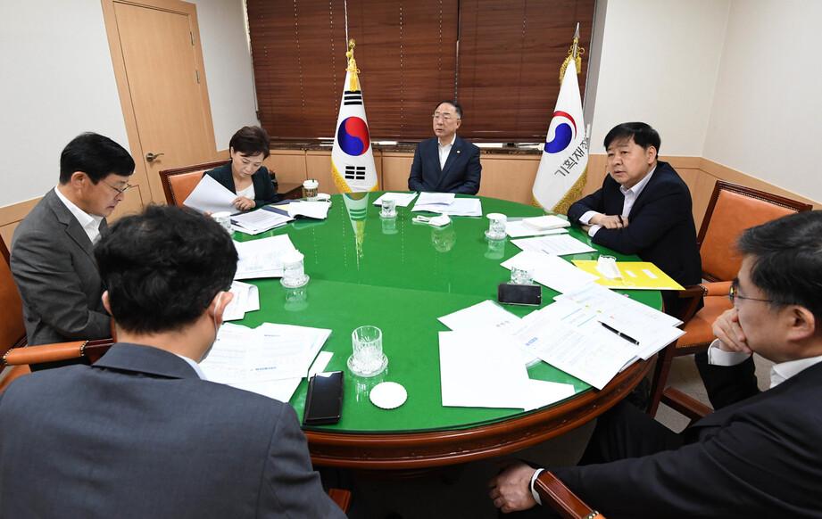 """종부세 따라 널뛴 강남 집값…찔끔 올리자 18억, """"완화""""에 19억"""