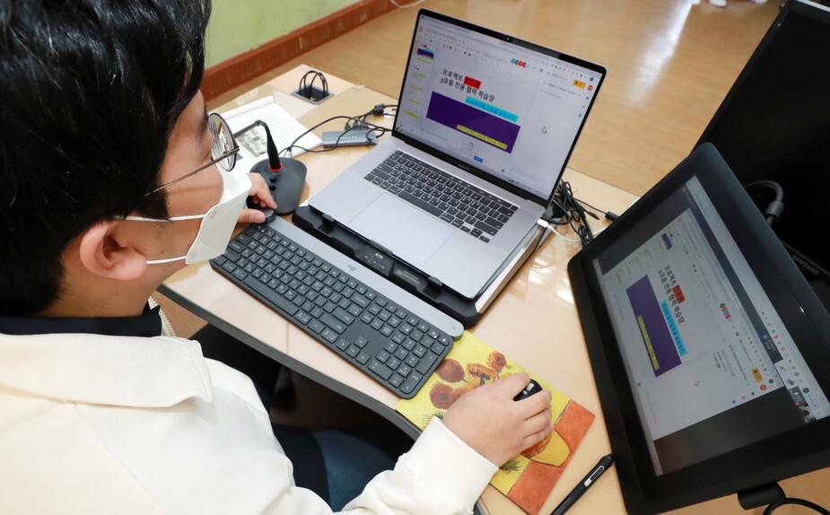 """박원순 """"취약계층 학생 노트북 지원은 합리적인 차별"""""""