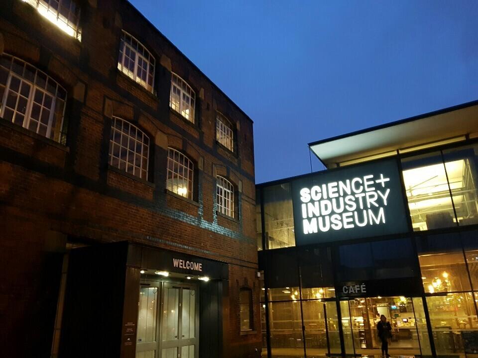 1830년 세계 최초의 증기기관 열차가 운행하던 리버풀-맨체스터 구간의 맨체스터 종착역 건물에 들어선 '과학기술박물관' 입구.