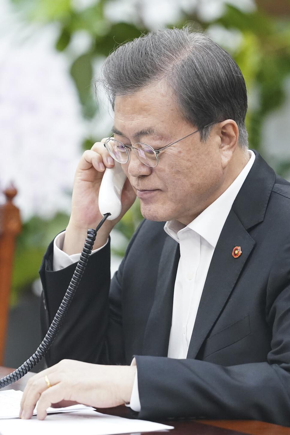 """베트남 총리 """"한국 진단 검사는 세계적 모범…방역 협력해 나가자"""""""