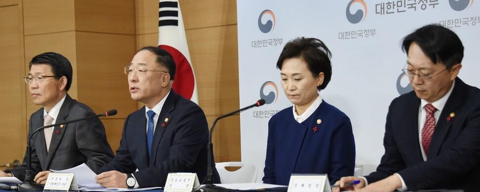 """홍남기 """"부동산 안 잡히면 내년 상반기 더 강력한 대책"""""""