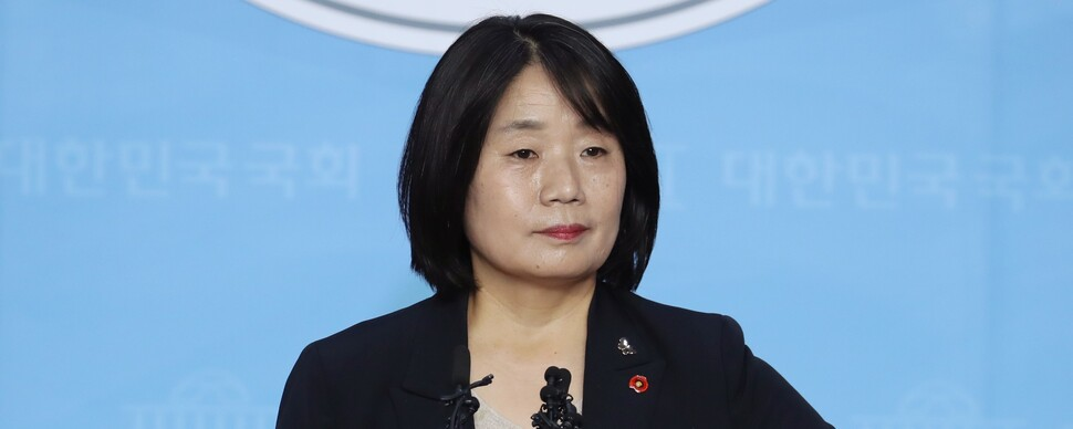 """윤미향 """"후원금 개인적으로 유용한 적 없다"""" 사퇴론 일축"""