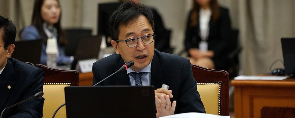 민주당 '공수처법' 기권 금태섭 징계… '입막기' 나서나