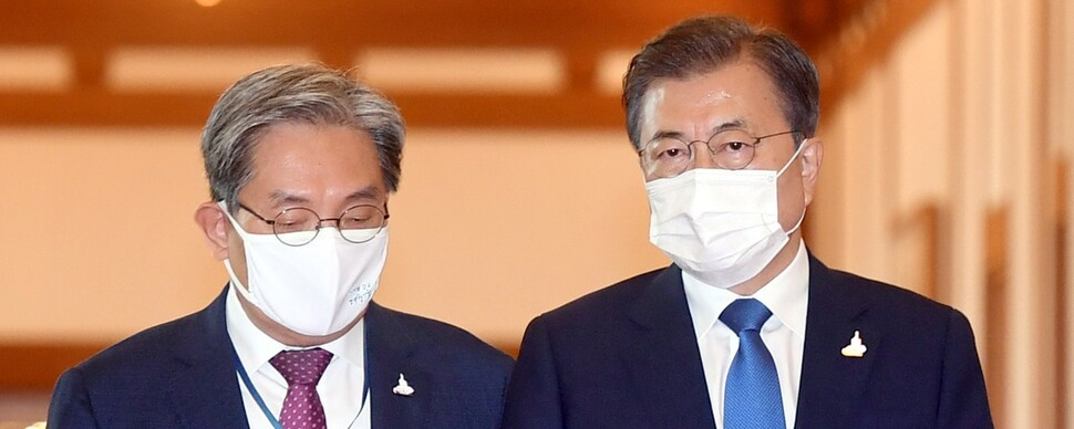 """노영민 실장 '시한부 유임' 속 """"개편 폭 넓어질 것"""" 전망도"""