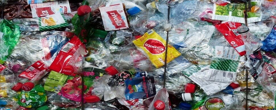 34년간 1위였던 담배꽁초 밀어낸 해변쓰레기는?