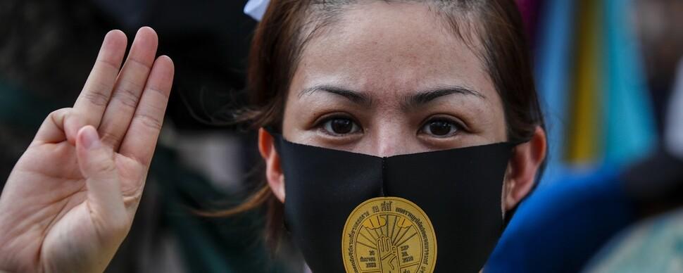 타이 시위 최전선에 여성들이 뛰어든 이유는