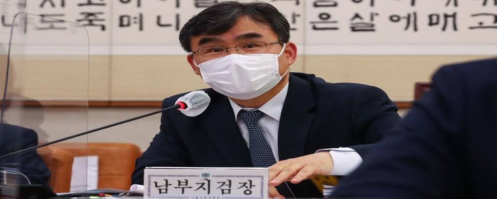 [사설] 라임 의혹, 윤 총장 배제한 독립적 수사가 맞다