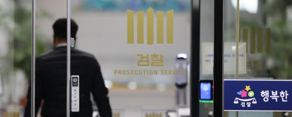 """판사들 """"문건 내용 밝히라""""… 재판부 뒷조사 비난 잇따라"""
