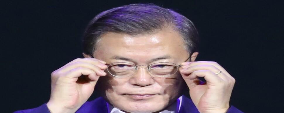 """문 대통령의 긴 침묵…청와대 """"가이드라인 내놓으란 얘기냐"""""""